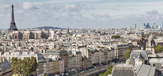 예술의 도시 프랑스 파리는 전세계에서 모인 학생들로 북적이지만, 이들이 파리에 도착해 가장 먼저 맞닥뜨리는 것은 도시의 낭만이 아닌, 바로 살벌한 파리의 집값이다. [사진 블룸버그]