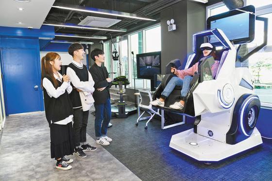 한성대는 지난달 상상파크&창의융합교육원(HS C&C School)을 개관해 전교생을 대상으로 전공분야에서 VR·AR과 같은 첨단기술 분야의 융합교육을 실시한다. [사진 한성대]