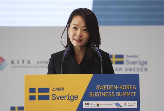 한-스웨덴 비즈니스 서밋에서 발표하는 윤송이 사장. [연합뉴스]
