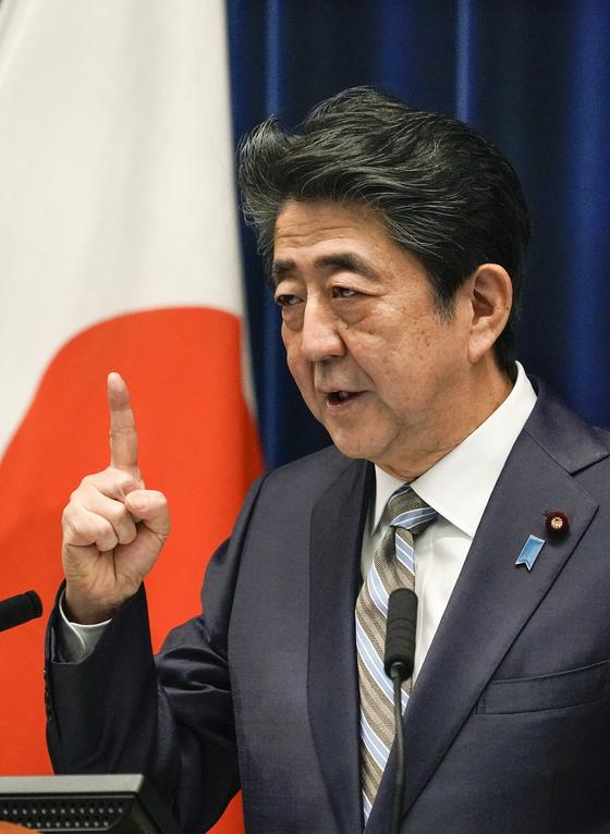 아베 신조 일본 총리가 9일 임시국회 폐회 기자회견을 하고 있다.[EPA=연합뉴스]
