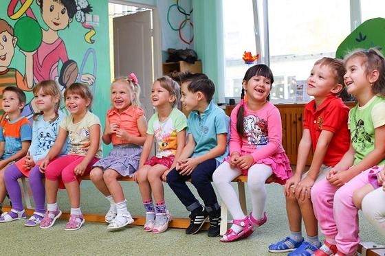 네이버 트렌드 보니…유치원 검색 폴리어학원 1등 알티오라 2등