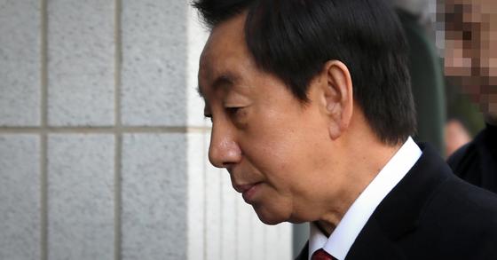 김성태 자유한국당 의원이 20일 오후 결심공판이 열리는 서울 양천구 서울남부지법으로 들어가고 있다. [연합뉴스]