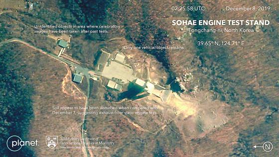 제프리 루이스 미들버리 국제연구소 비확산센터 소장이 8일 트위터에서 공개한 동창리 미사일 발사장의 엔진 시험대 8일 오전 상업용 인공위성 사진. 북한은 7일 이곳에서 엔진 연소 시험을 했다. [트위터]