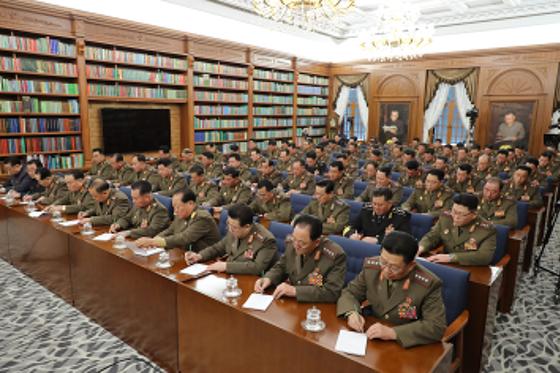 김정은 국무위원장이 노동당 중앙군사위원회 제7기 제3차확대회의를 지도했다고 북한 노동당 기관지 노동신문은 22일 밝혔다. [뉴스1]