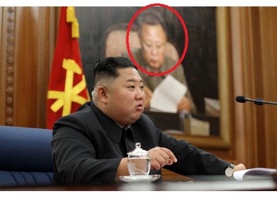 북한 매체들이 중앙군사위원회 확대회의를 개최했다고 22일 전했다. 뒷편 김정일 국방위원장의 대형 사진이 지난 1일 김 위원장이 신년사를 했던 장소와 비슷하다. [사진 조선중앙통신]