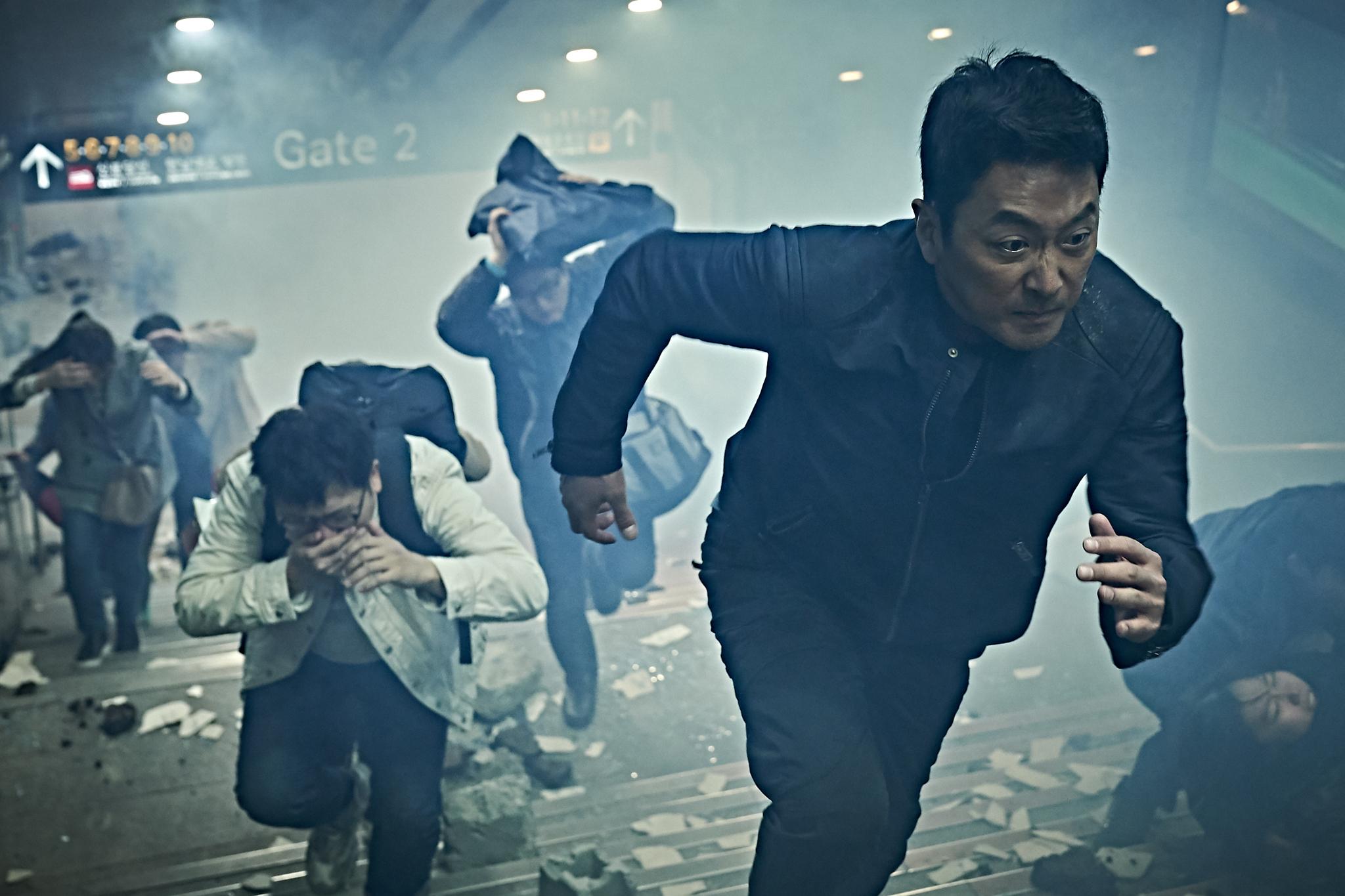 영화 '백두산' 한 장면. [사진 CJ엔터테인먼트·덱스터스튜디오]