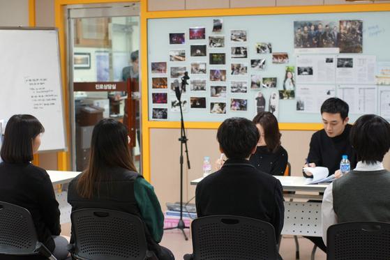 서울방송고등학교 3학년 학생들을 대상으로 진행된 모의면접 프로그램 모습