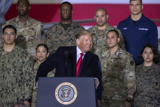 도널드 트럼프 미국 대통령이 지난 20일 우주군 창설 법안에 서명한 후 메릴랜드 앤드류스 공군기지에서 연설하고 있다. [EPA 연합뉴스]