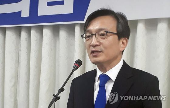 지난 19일 김의겸 전 청와대 대변인이 전북 군산시청에서 출마 기자회견을 하는 모습. [연합뉴스]