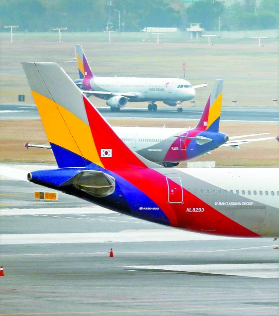 아시아나항공의 마일리지 좌석 예약이 대한항공보다 어려워 고객들의 불만이 커진다. [연합뉴스]