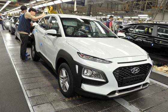현대차 울산1공장에서 스포츠유틸리티차량(SUV) 코나를 생산하고 있다. [사진 현대자동차]