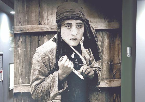 나운규는 일제강점기 우리 영화의 자존심을 세운 감독이자 배우다. 악덕 부호를 물리치고 정의를 찾는다는 내용의 '들쥐'(1927). [사진 한국영상자료원]
