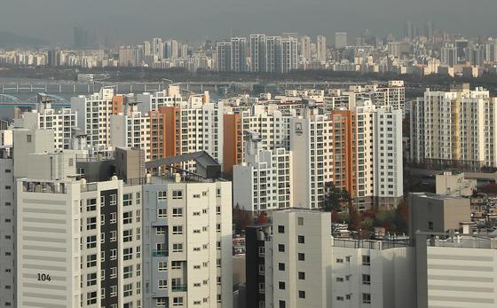 공시가 9억 이하 아파트가 밀집한 서울 동작구 아파트 단지 전경. [연합뉴스]