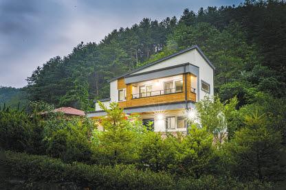 홈트리오는 1:1 맞춤 설계로 건축주만을 위한 유일한 집을 설계·시공한다.