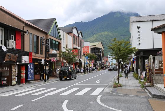 한국의 일본 여행 불매 운동에 부쩍 한산해진 일본 유후인 거리. [연합뉴스]