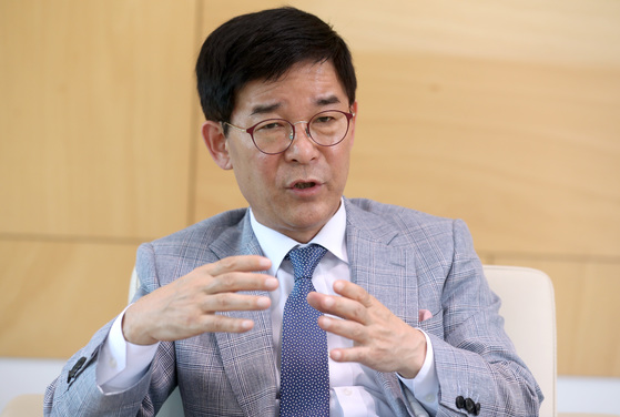 김낙순 한국마사회장이 내년 1월 시행할 경자 제도 개선안을 발표했다. [중앙포토]