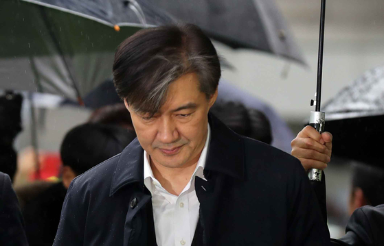조국 전 법무부 장관이 26일 오전 구속전 피의자심문(영장실질심사)를 받기 위해 서울 동부지법으로 들어가고 있다. 김상선 기자