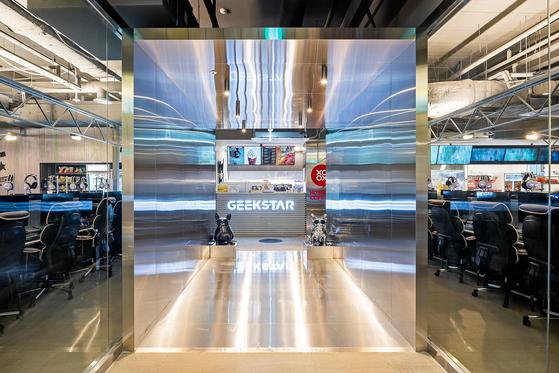 세컨드찬스가 문을 연 300~400대 규모의 긱스타 PC방.
