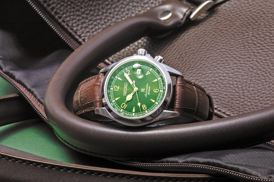 세이코의 SPB121J1은 세이코 스포츠 중에서도 산악 시계 라인인 랜드 컬렉션을 대표하는 시계로 방위 표시 기능을 적용했다. [사진 세이코]