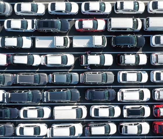 경기도 용인시 현대자동차 신갈출고센터에서 출고를 앞둔 차들이 대기하고 있는 모습.
