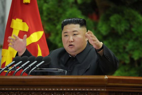 김정은 북한 국무위원장이 28일 평양에서 열린 조선노동당 중앙위원회 제7기 제5차 전원회의에서 연설하고 있다.  [사진 노동신문]