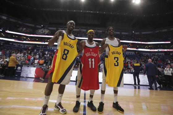 홀리데이 형제가 NBA 사상 처음으로 3형제가 같은 경기에 출전하는 진풍경을 연출했다.[[USA투데이=연합뉴스]