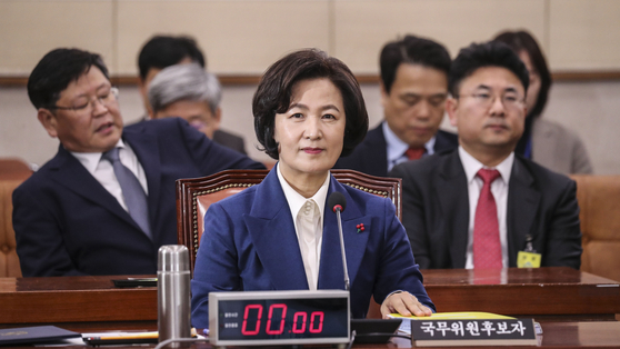 추미애 법무부 장관 후보자가 30일 국회에서 열린 인사청문회에 참석해 자리에 앉아 있다. 김경록 기자