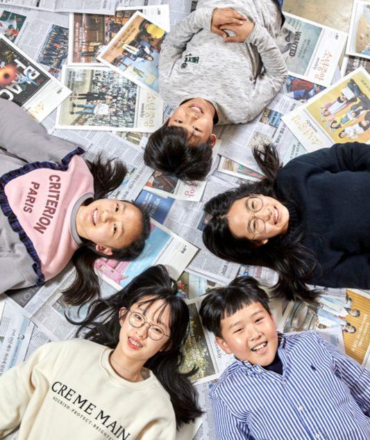 10대들이 뽑은 2019 10대 뉴스에 대한 생각을 나눈 소년중앙 학생기자단.