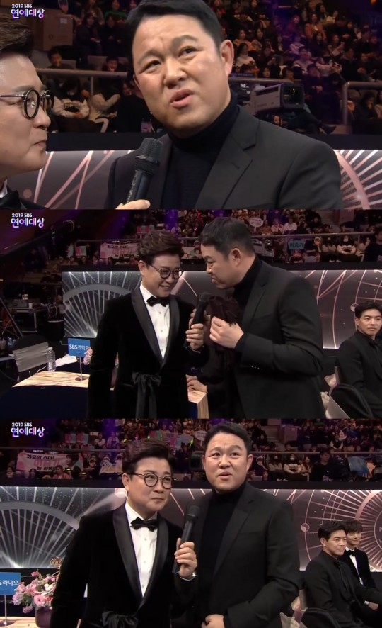 '2019 SBS 연예대상' 대상 후보에 오른 방송인 김구라가 지난 28일 각 방송사에서 진행하는 연말 시상식이 변화해야 한다고 주장하고 있다. [SBS 방송 캡처]