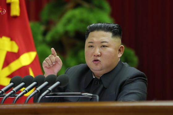 지난 28일 열린 노동당 제7기 제5차 전원회의에 참석한 김정은 북한 국무위원장. [연합뉴스]