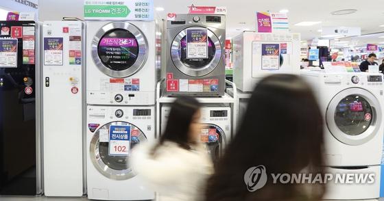 전자제품 매장에 진열된 건조기들 [연합뉴스]