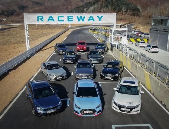 2018년 12월 27일 경기도 포천 레이스웨이에서 펼쳐졌던 '2019년 올해의 차' 실차테스트 장면. 자동차전문기자협회 제공