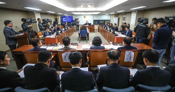 지난 17일 서울 중구 서울시의회 의원회관에서 교육위원회 회의가 열리고 있다. [뉴스1]