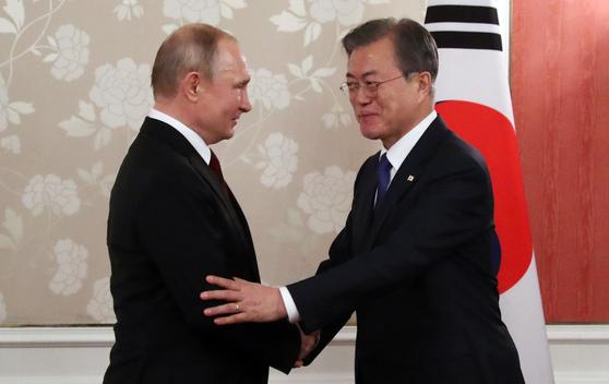 문재인 대통령과 블라디미르 푸틴 러시아 대통령이 G20 정상회의를 계기로 지난 6월 29일 일본 오사카에서 정상회담을 했다. 사진은 당시 모습. [연합뉴스]