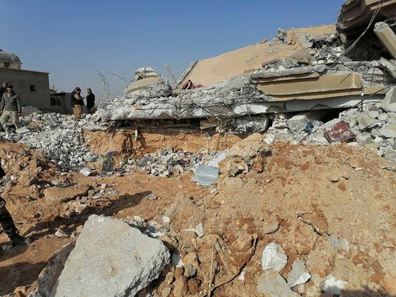 미국의 공습으로 파괴된 이라크의 친이란 민병대 기지.[AP 연합뉴스]