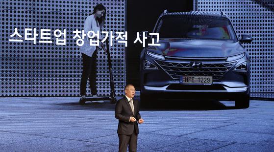 정의선 현대자동차그룹 수석부회장이 2일 오전 서울 서초구 현대자동차 본사에서 열린 2020년 시무식에서 신년사를 하고 있다. [뉴시스]