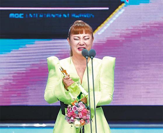 3수 끝에 2019 MBC 방송연예대상에서 대상을 차지한 개그우먼 박나래. [TV 캡처]