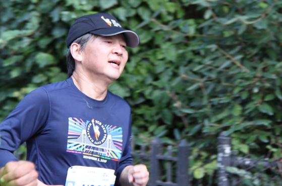 지난해 11월 뉴욕시티마라톤에 참가해 달리고 있는 안철수 전 바른미래당 의원.  [연합뉴스]