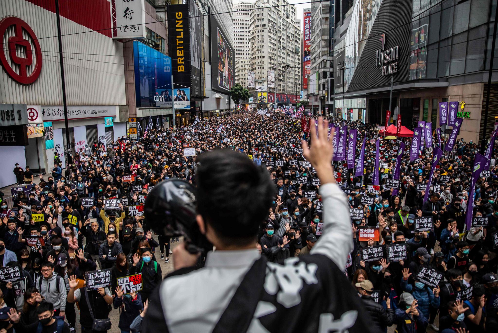 2020년 새해 첫날인 1일(현지시간) 홍콩에서 100만여 명이 참여한 대규모 도심 시위가 벌어졌다. [AFP=연합뉴스]