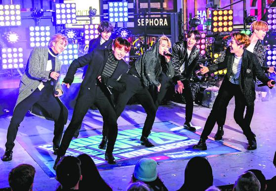 BTS 뉴욕 타임스스퀘어 공연 ... 2500만이 시청