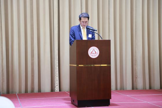 """2020년 시무식 '신년감사예배""""에서 세종대 배덕효 총장이 축사를 하고 있다."""