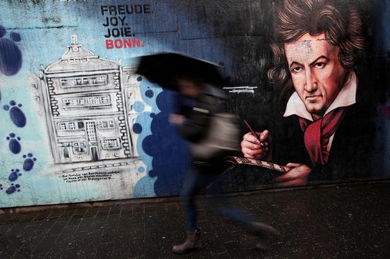 베토벤의 고향인 독일 본의 거리에 그려진 그래피티. [사진 연합뉴스]