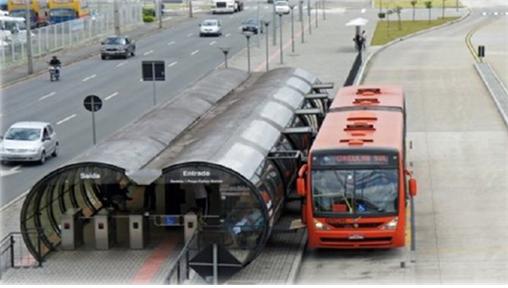 지하철과 비슷한 개찰구가 있는 첨단 간선급행버스 시스템(S-BRT) 정류장 모습. '도로 위 지하철'로 불리는 S-BRT는 이르면 2024년 경남 창원부터 선보인다. [사진 국토교통부]