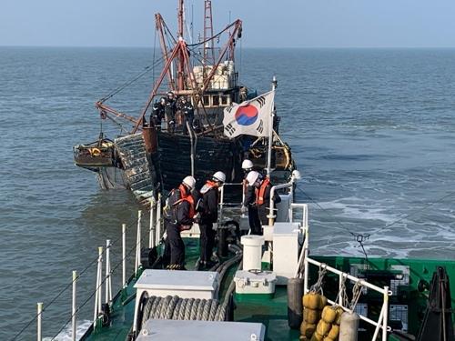 해경에 나포된 중국어선. [사진 중부지방해양경찰]