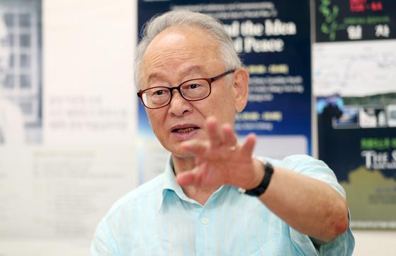 이부영 전 열린우리당 의장이 지난해 8월 중앙일보와 인터뷰하고 있다. 변선구 기자