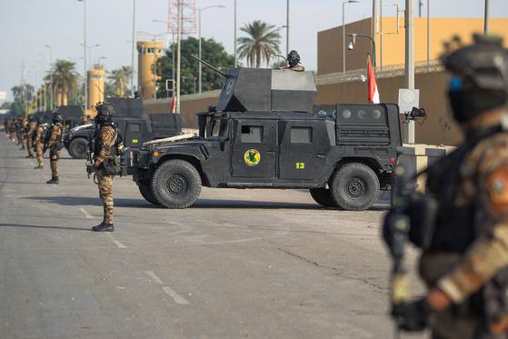 바그다드 주재 미 대사관을 경비하는 이라크 대테러부대. [AFP=연합뉴스]