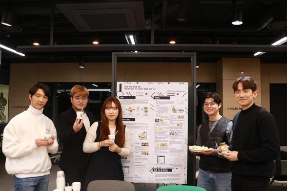 '2019 식품제품개발 최종 발표회'에서 대상을 차지한 '4우지 맙지방'팀 모습