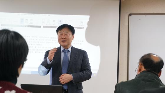 중국학과 이원봉 교수가 삼국지 역사에 대해 특강을 진행했다.