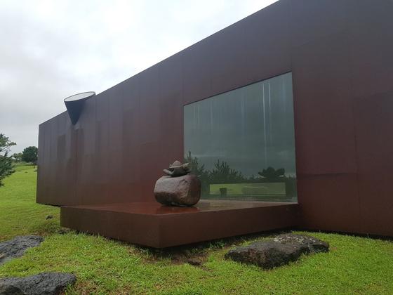 [소년중앙] 제주에 많은 물·바람·돌 테마로 자연과 조화 이룬 건축 예술