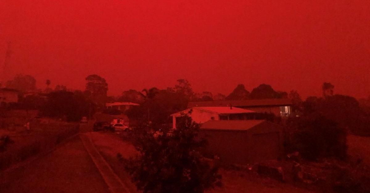 붉게 물든 호주 하늘. [로이터=연합뉴스]